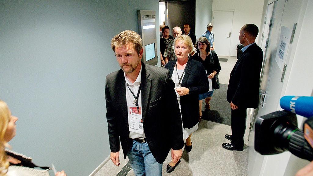 Leder for den nasjonale Støttegruppen etter 22. juli, Trond Henry Blattmann, og Christin Bjelland ledet ann da de forlot rettssal 250 i protest mot Anders Behring Breivik.