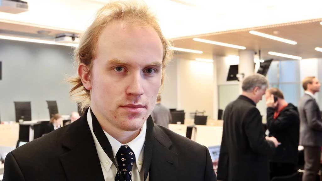 Terrorrettssaken mot Anders Behring Breivik i Oslo tingrett 2012. Overlevende fra Utøya AUF-medlem Bjørn Ihler følger med i rettssaken der Anders Behring Breivik står tiltalt for terrorangrepet i Oslo og på Utøya 22. juli 2011