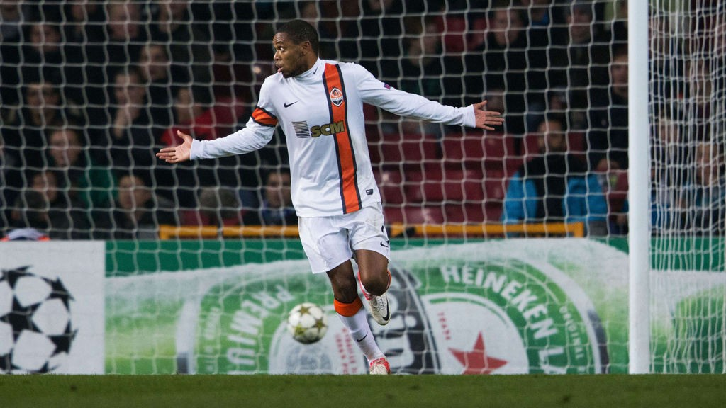 Shakhtar Donetsk's Brazilian striker Luiz Adriano celebrates after scoring the 1-1 during the UEFA Champions League Group E football match FC Nordsjaelland vs FC Shakhtar Donetsk in Copenhagen, Denmark, on November 20, 2012