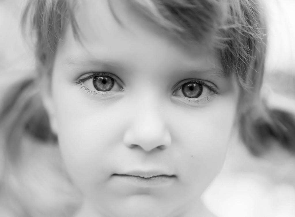 OMSORGSSVIKT: - Et barn skal ikke tilpasse seg omsorgssvikt,  derfor er det viktig å ta barn som pårørende på alvor. Du kan være den som gjør en forskjell, sier psykiater Anne Kristine Bergem.